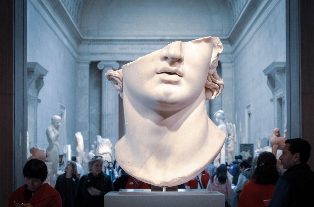Statue dans un musée